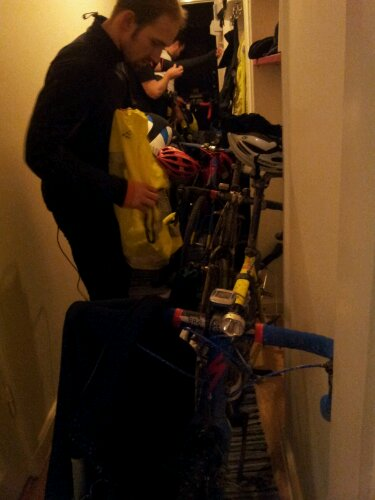 Tur att man har stor hall så att man får in fem cyklar på rad