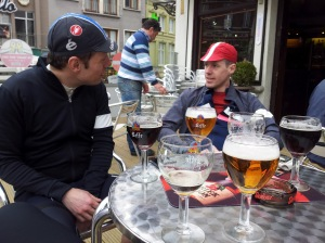 Tille spanar på annat Än Rita, Patrik flirtar för att få en öl till...