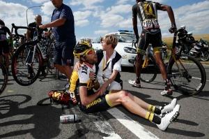 Efter tredje etappens krasch i Tour de France 2015 (foto The Guardian)